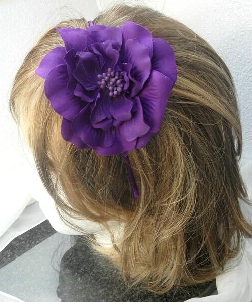 Haarreif lila mit Blüte Fascinator